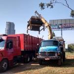 Transporte de maquinas com caminhão munck